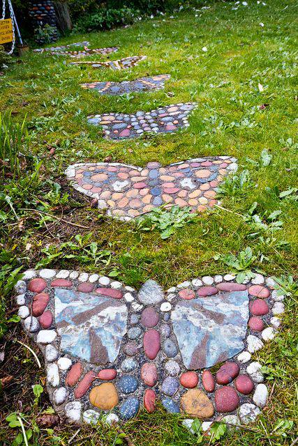 kelebek desenli yürüyüş yolu