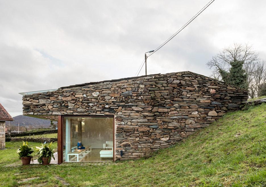 Stüdyo dair modeli müstakil taş ev