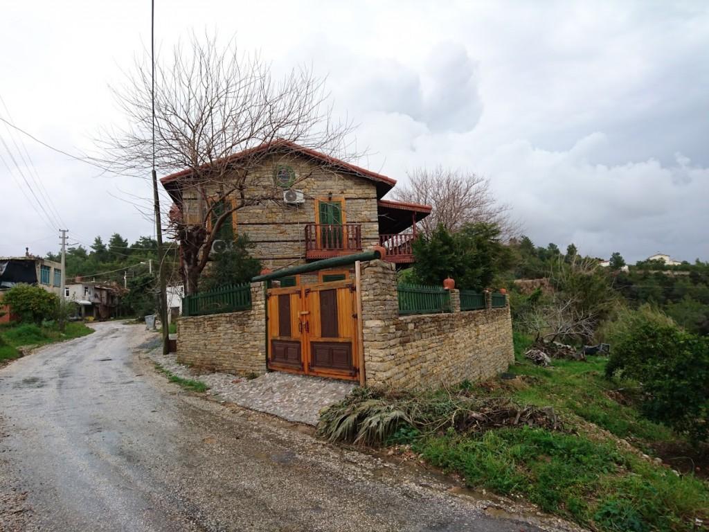 İki katlı doğal taş ev (7)