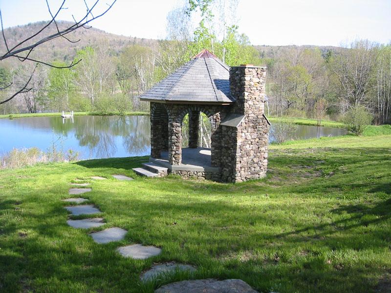 Bahçede doğal taş